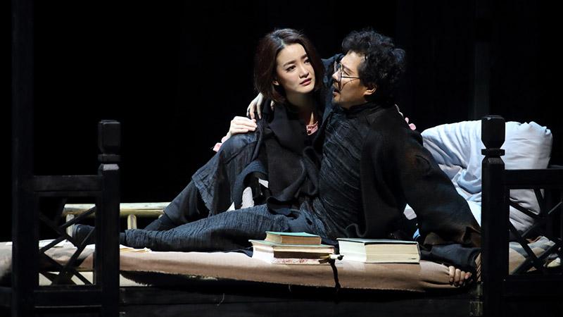 朱生豪、宋清如与哈姆雷特、奥菲利亚均由佟瑞欣和朱杰分饰王小京/摄