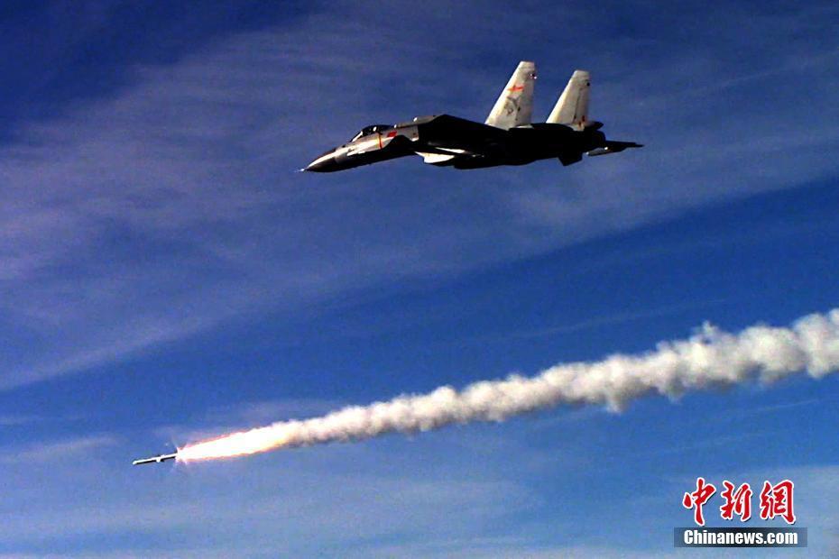 """Китайский авианосец """"Ляонин"""" принял участие в боевых стрельбах"""