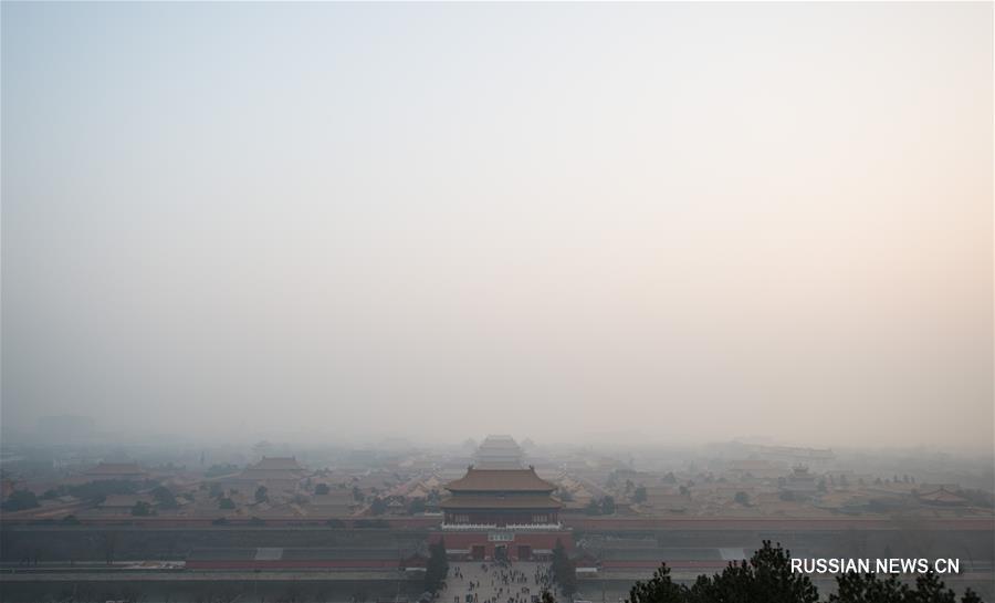 Пекин по-прежнему во власти смога