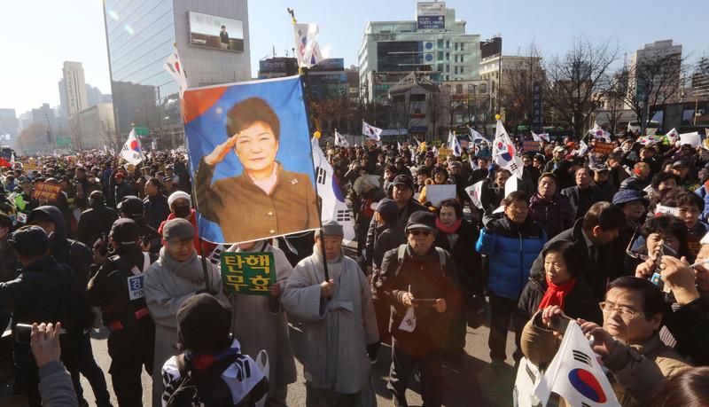 Обратный протест: в  Республике Корея проходит митинг сторонников Пак Кын Хе