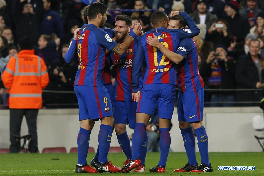 Players of FC Barcelona celebrate scoring during the Spanish league football match between Barcelona and RCD Espanyol at Camp Nou stadium in Barcelona, Spain, Dec. 18, 2016. Barcelona won 4-1. (Xinhua/Pau Barrena)