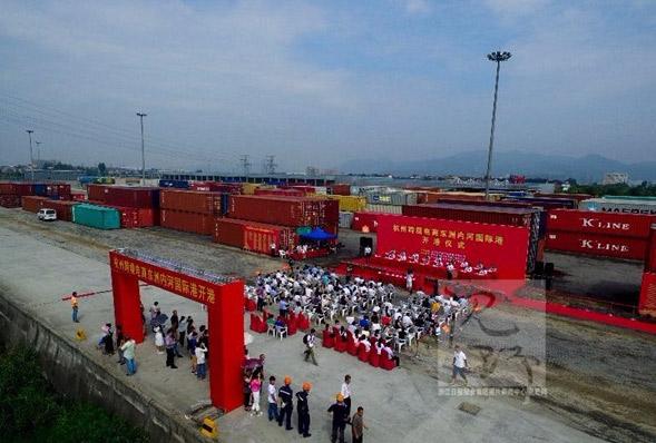 7月14日,杭州跨境电商东洲内河国际港正式开港,标志着杭州水运业务进一步成熟,跨境电商综试区的功能进一步完善。浙江在线记者 梁臻 摄