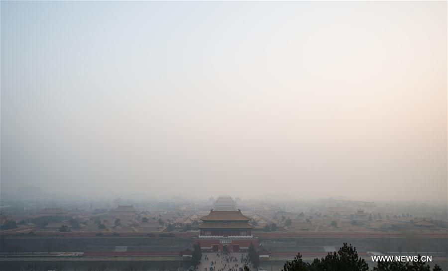 Photo taken on Dec. 18, 2016 shows the Forbidden City shrouded in smog in Beijing, capital of China. China