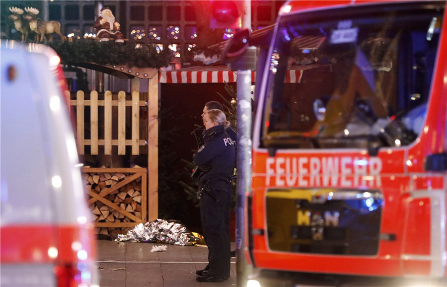 Police stand guard at a Christmas market in Berlin, Germany, Dec 19, 2016 after a truck ploughed into the crowded Christmas market in the German capital.
