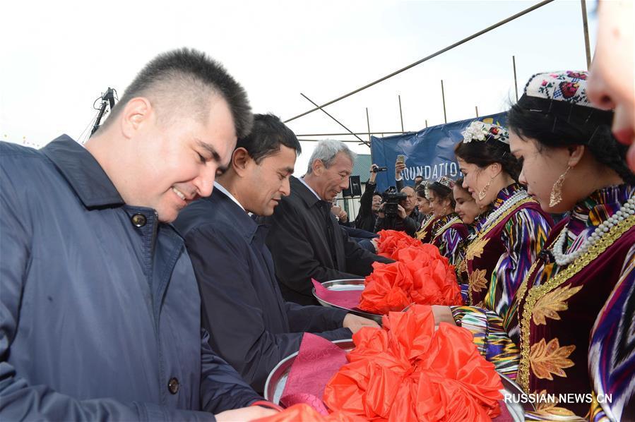 В Узбекистане прошла церемония закладки фундамента нового предприятия по производству стекла, строящегося китайской компанией