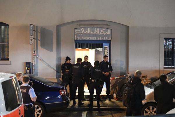 Pistolero hiere a tres personas en una mezquita en Zurich