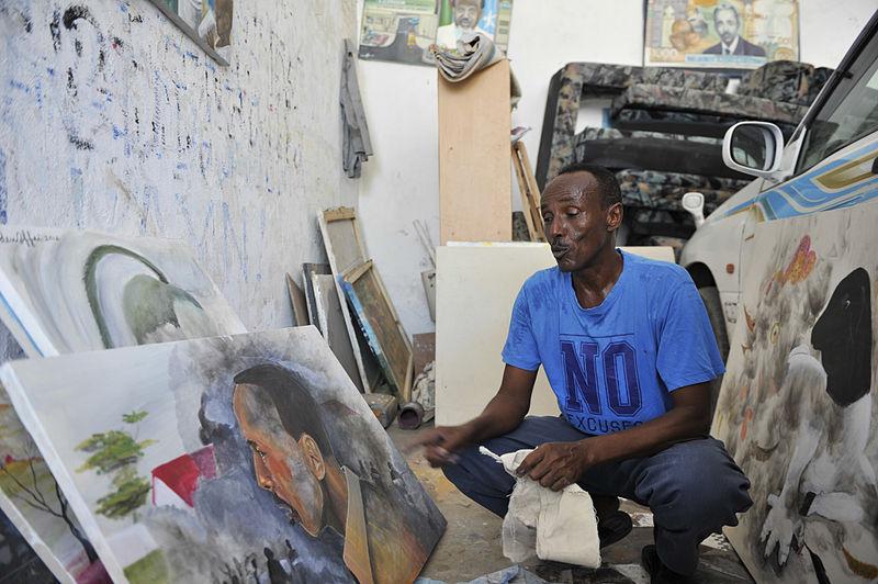 Les artistes de Mogadiscio utilisent leurs oeuvres pour inspirer une nation en plein défi