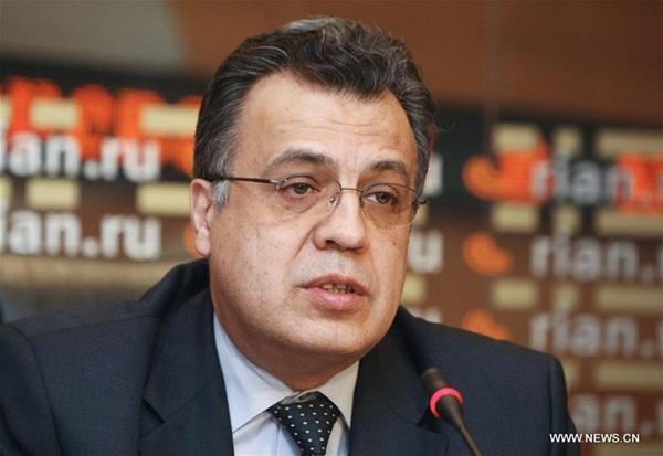 صورة السفير الروسي لدى تركيا أندري كارلوف في يوم 19 ديسمبر