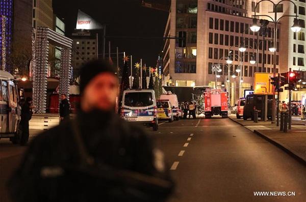 مقتل 9 وإصابة 50 إثر دهس شاحنة حشدا في برلين