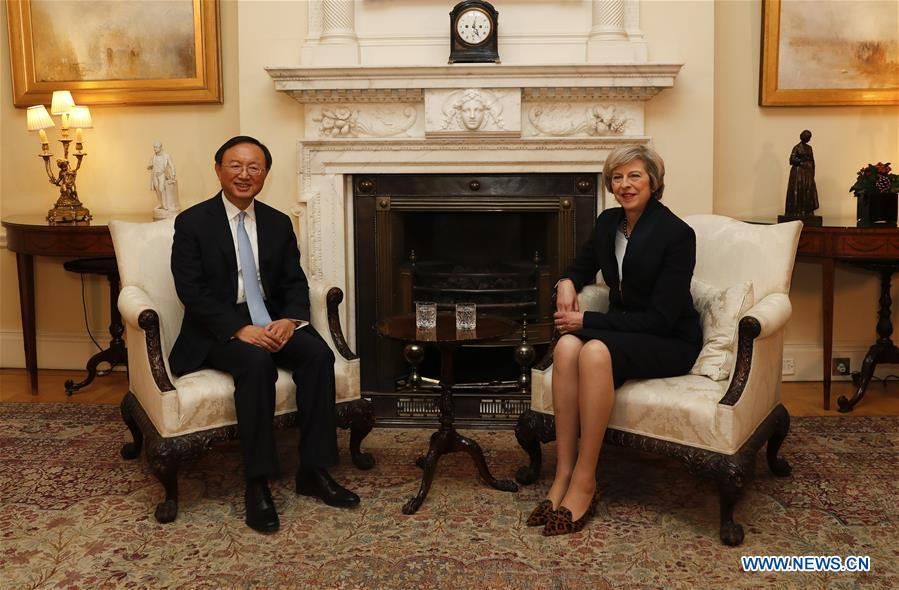 British Prime Minister Theresa May (R) meets with visiting Chinese State Councilor Yang Jiechi in London, Britain, on Dec. 20, 2016. (Xinhua/Han Yan)