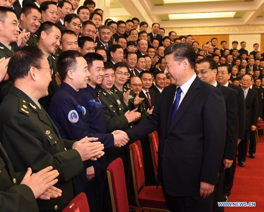 Presidente Xi se reúne con los astronautas de la Shenzhou 11