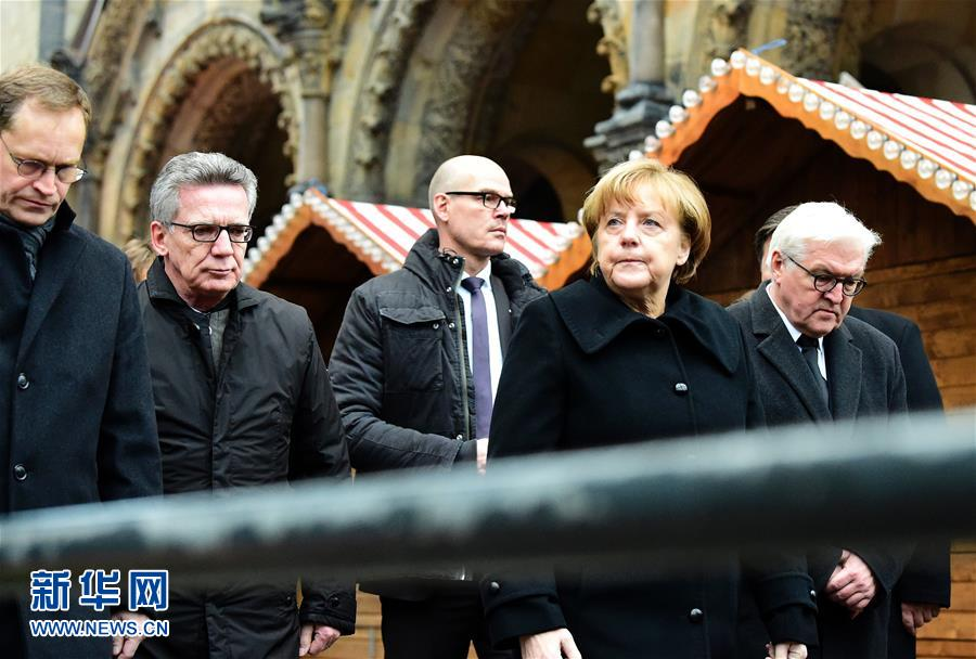 Angela Merkel assiste à Berlin au service commémoratif