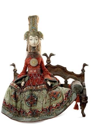 """В Пекине открылась выставка """"Ульгэр. Авторские куклы семьи Намдаковых"""""""
