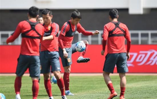 Fútbol: Pocos veteranos entre los 23 convocados para la Copa de China