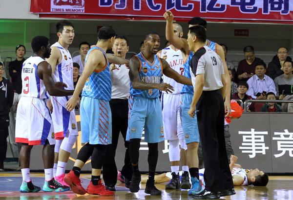 Los árbitros del partido Tianjin vs. Xinjiang son sancionados
