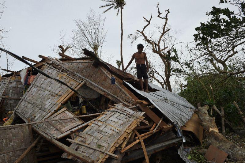 Nock-Ten deja miles de evacuados a su paso por Filipinas