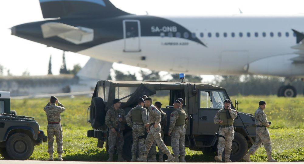 Угонщики ливийского самолёта использовали муляжи в качестве оружия