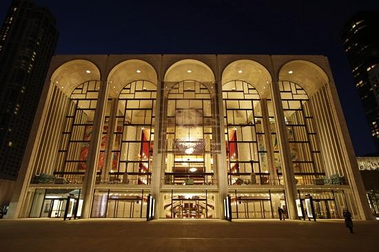 大都会歌剧院协会出售纪念品筹资