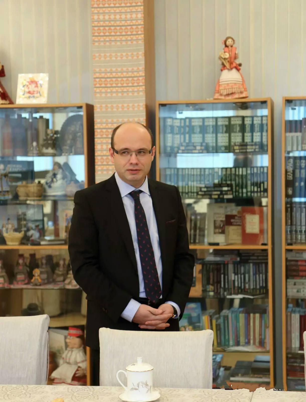 В посольстве Беларуси в Пекине открылась библиотека белорусской книги
