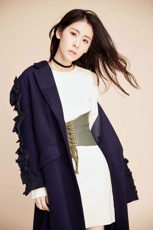 张碧晨时尚写真驾驭不同风格 新专辑将正式发行