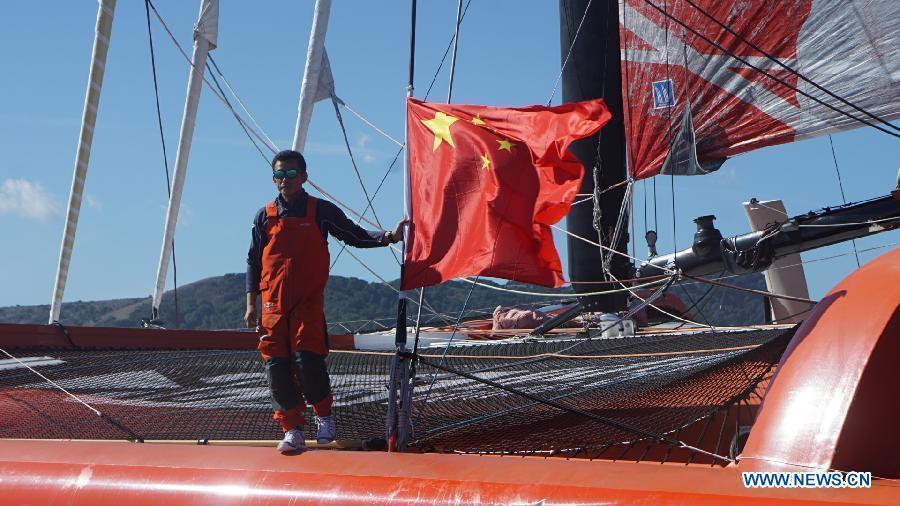 Guo Chuan, navigateur chinois. Guo Chuan à bord de son trimaran, près de San Francisco, le 19 octobre 2016. Il disparaît le 24 octobre 2016 à l