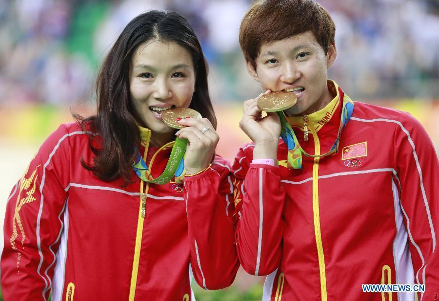 Gong Jinjie et Zhong Tianshi, coureuses cyclistes chinoises. Les Chinoises Gong Jinjie et Zhong Tianshi ont décroché l