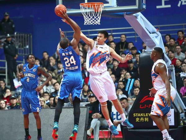 CBA: Fredette aporta 46 unidades a victoria(114-101)del Shanghai frente el Jiangsu Dragons