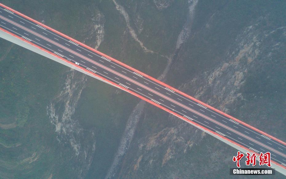 La Chine ouvre à la circulation le plus haut pont du monde