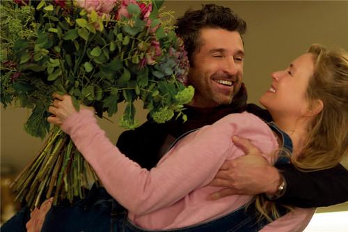 杰克甜蜜抱起孕中的布里切特