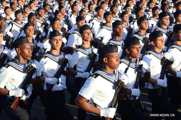 إقامة مسيرة كبيرة وعرض عسكري في كوبا احتفالا بذكرى الثورة