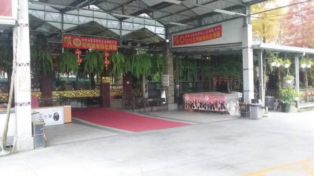 大陆游客减少,嘉义县许多饭店、餐厅门可罗雀,业者只能苦撑。