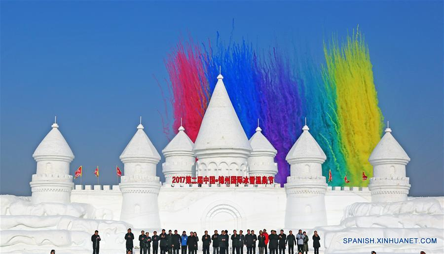 LIAONING, enero 3, 2017 (Xinhua) -- Una ceremonia de inauguración es llevada a cabo para el 2 Festival Internacional de Hielo, Nieve y Aguas Termales de Jinzhou, en Jinzhou, provincia de Liaoning, en el noreste de China, el 3 de enero de 2017. (Xinhua/Yang Qing)