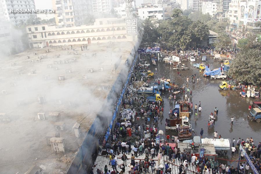 На рынке в Бангладеш произошел пожар