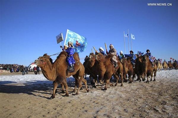 هوهيهوت 5 يناير 2017 (شينخوا) في الصورة الملتقطة أول يناير عام 2017، مهرجان ثقافة الجمال الدولي في منطقة منغوليا الداخلية الذاتية الحكم بشمالي الصين، وأقيمت خلاله مسابقة كرة الجمال وسباق الجمال ونشاطات ثقافية ورياضية أخرى.