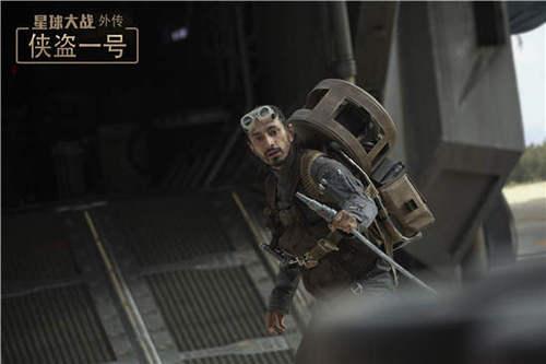 菩提·鲁克(里兹·阿迈德饰)作战准备中