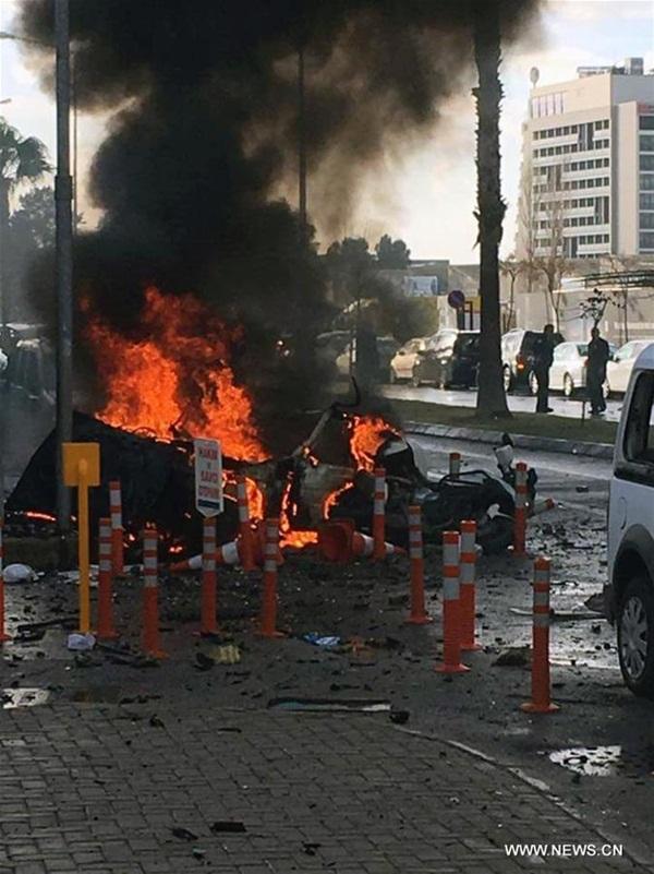 مقتل 4 اثر انفجار سيارة فى ازمير بتركيا