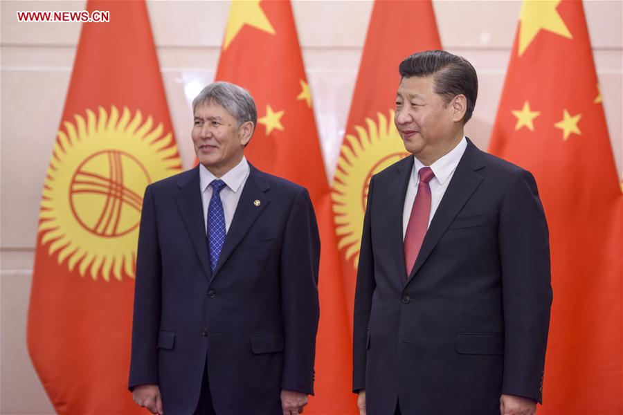 Chinese President Xi Jinping (R) meets with Kyrgyz President Almazbek Atambayev in Beijing, capital of China, Jan. 6, 2017. (Xinhua/Li Xueren)