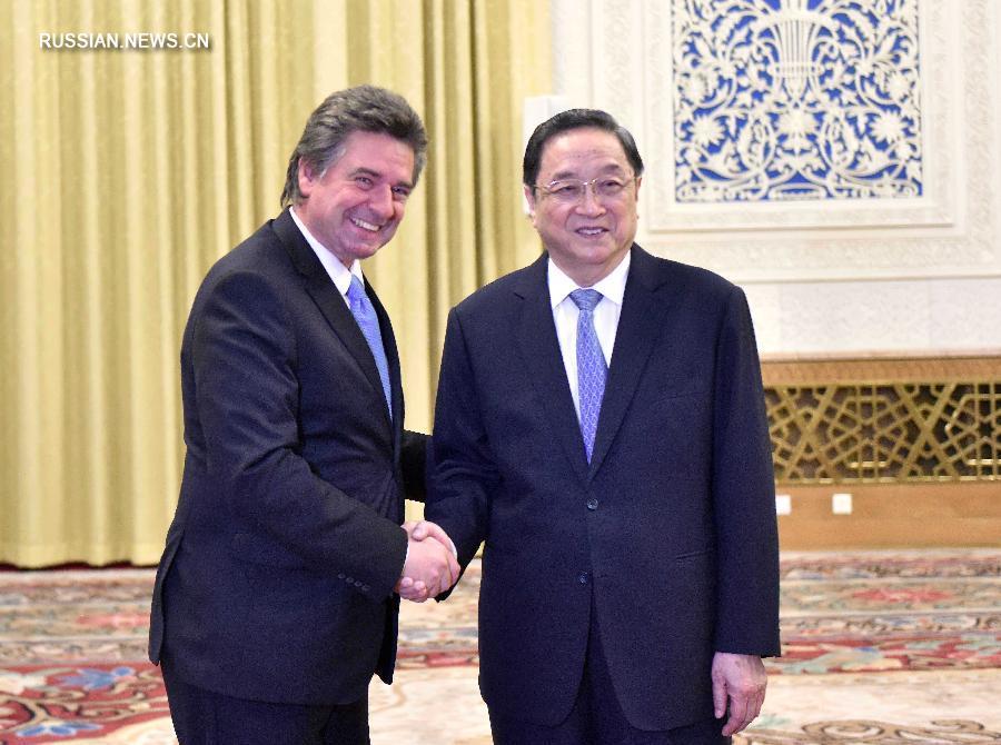 Юй Чжэншэн встретился с председателем палаты представителей Генеральной ассамблеи Уругвая Херардо Амарильей