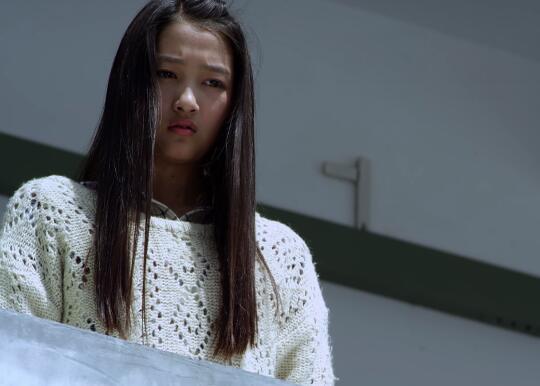 田光明从看守所出来第一时间去了小美学校,并在宿舍楼下当着众多同学的面向小美示爱。