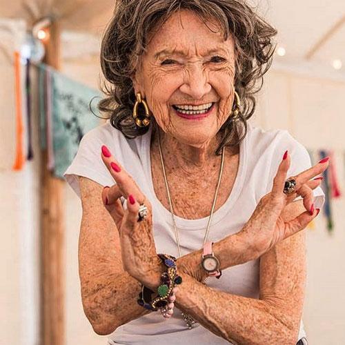 À 98 ans, Täo Porchon-Lynch est la professeure de yoga la plus âgée au monde