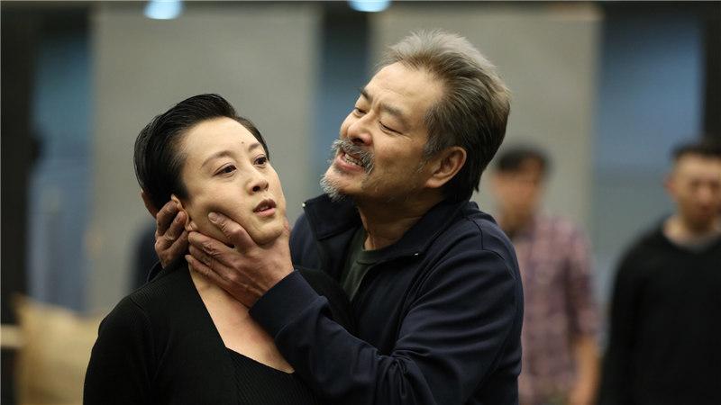 话剧《李尔王》举办媒体探班活动,主演濮存昕等精彩展示了该剧的第一幕及第四幕片段肖一/摄