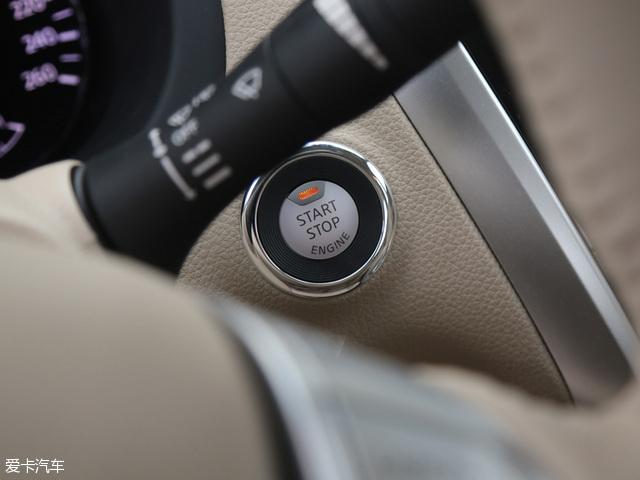 2016款天籁2.0L XL-Upper智尚版带有一键启动功能,提升了车辆的使