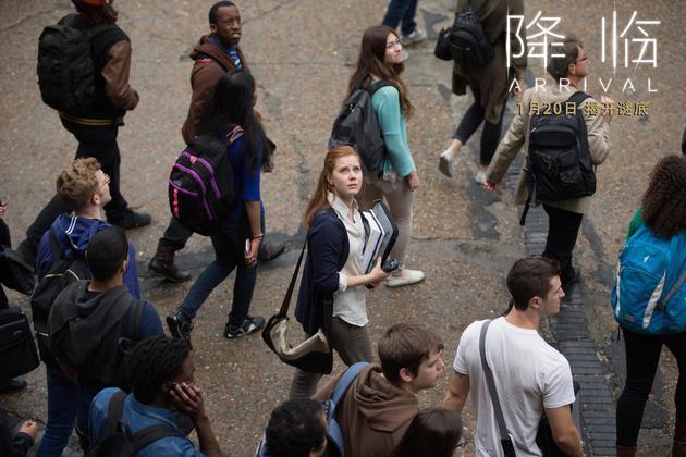电影《降临》女主角艾米·亚当斯剧照