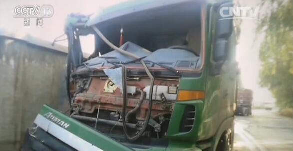 视频截图:涉事车辆损毁严重