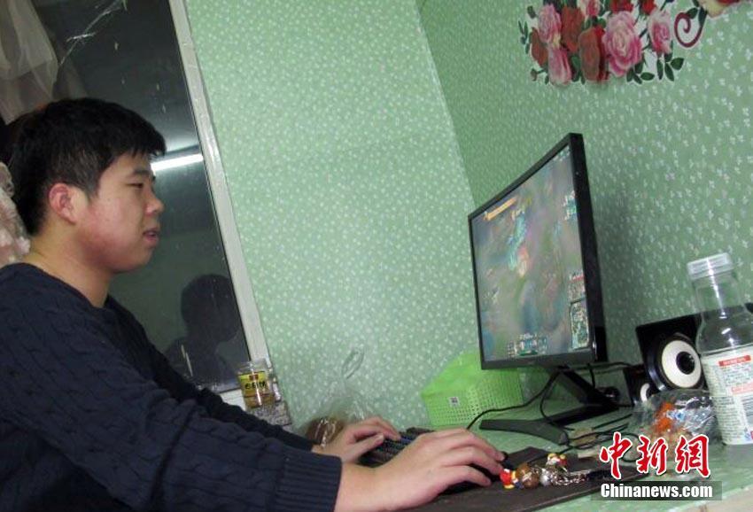 Le gusta jugar en el ordenador