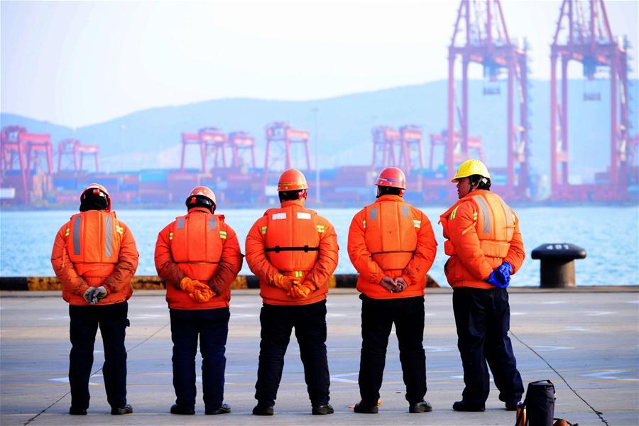 Superávit comercial de China cae 9,1% en 2016