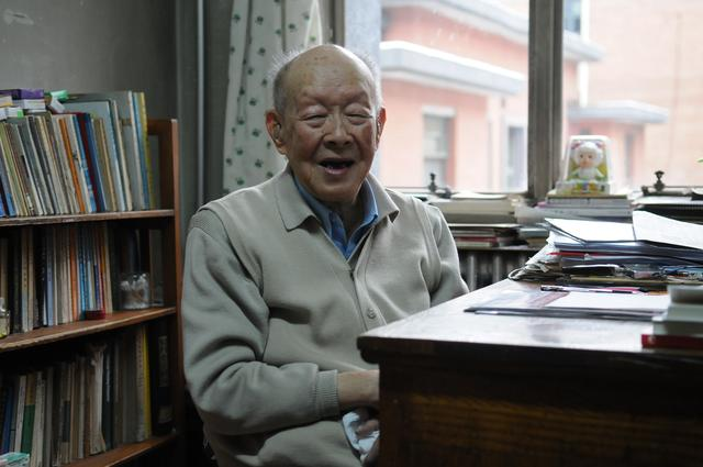 Zhou Youguang, a renowned Chinese linguist, died at the age of 112 on Saturday morning in Beijing.