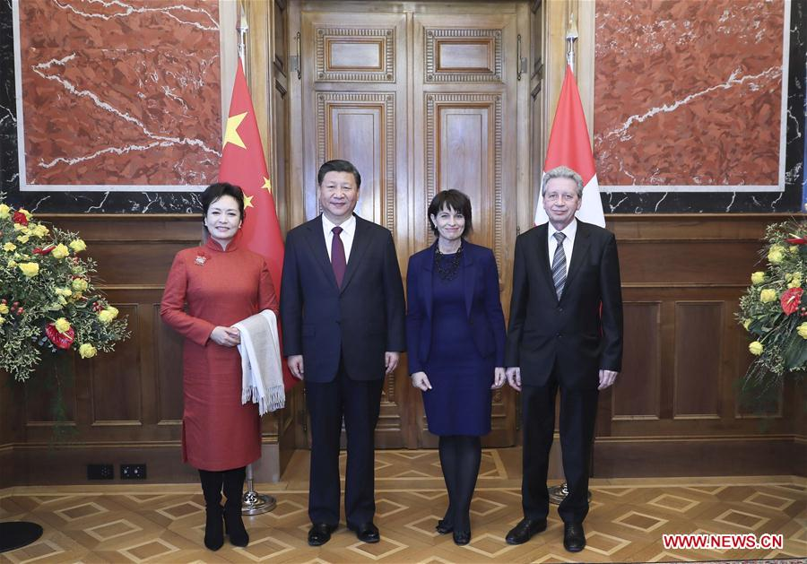 Chinese President Xi Jinping (2nd L) and his wife Peng Liyuan (1st L) are received by Swiss President Doris Leuthard (2nd R) and her husband Roland Hausin at the Swiss Federal Council in Bern, Switzerland, Jan. 15, 2017. Chinese President Xi Jinping attended a welcome ceremony held by all members of the Swiss Federal Council in Bern on Sunday. (Xinhua/Lan Hongguang)