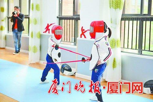 小朋友在幼儿园就能接触到击剑运动。