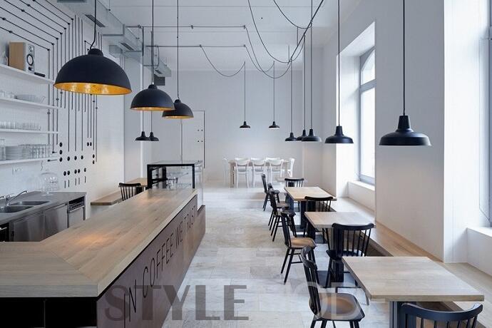 """布拉格的""""电器咖啡厅""""Proti Proudu Bistro位于Karlin区,这个地方有一位非常著名的机电工程师Franti ek K i ík,餐厅的设计灵感正是源于这位当地的重要人物。整间餐厅色彩简洁明快,连接吊灯的黑色电线从白色墙面一直延伸至天花板,就像电路那样整齐排列。餐桌和吧台上的吊灯都是感应式,人来灯亮,人走灯灭,环保而人性化。橡木色的餐桌很好减弱了大理石地板带来的冰冷感,白与黑的主基调让整个空间显得简练干净。   东京Nacree餐厅"""